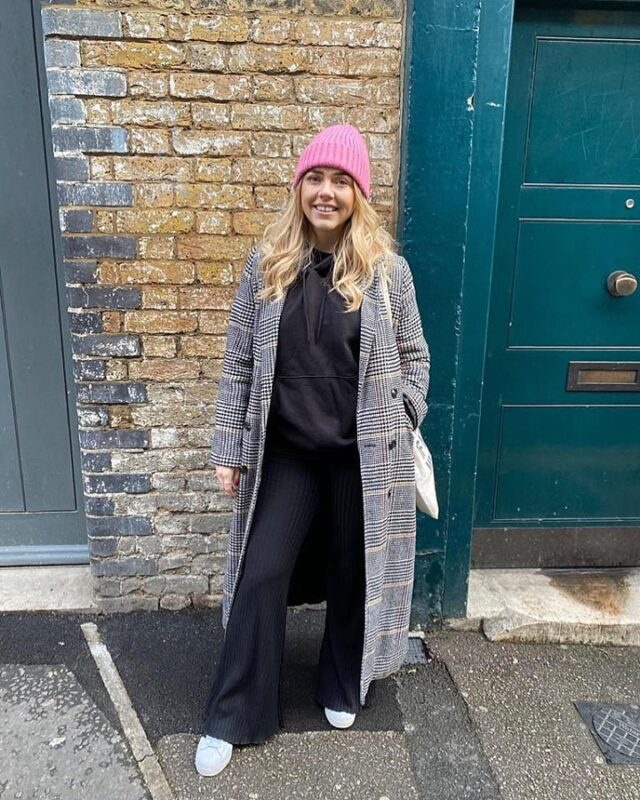 Oh hey there 👋🏼 seems to be more of you now (which brings me a lot of joy 🥺), and I think it's about time I re-introduced myself to those of you who are new 😍⠀⠀⠀⠀⠀⠀⠀⠀⠀ ⠀⠀⠀⠀⠀⠀⠀⠀⠀ My name is Laura, I am a 27y/o Money & Mindset coach living in London 🙋🏼‍♀️⠀⠀⠀⠀⠀⠀⠀⠀⠀ ⠀⠀⠀⠀⠀⠀⠀⠀⠀ On my IG and blog (and soon-to-be-live YouTube channel!), I talk about everything relating to personal finance 💰 budgeting, saving, investing, money mindset - YOU NAME IT! With the aim to help you get financially confident and level up your money game✨⠀⠀⠀⠀⠀⠀⠀⠀⠀ ⠀⠀⠀⠀⠀⠀⠀⠀⠀ When I was 19-22 I saved £15,000 and instead of going to Drama school, made a last minute decision to travel Australia and SE Asia with 2 best friends ✈️ I spent every penny (best decision ever) and came home, moved to London, saved £20k and started this IG page!⠀⠀⠀⠀⠀⠀⠀⠀⠀ ⠀⠀⠀⠀⠀⠀⠀⠀⠀ You will quickly learn that I don't get embarrassed easily and I love to make people laugh with silly videos and TikTok's/Reels 😂⠀⠀⠀⠀⠀⠀⠀⠀⠀ ⠀⠀⠀⠀⠀⠀⠀⠀⠀ I'm not ashamed to say that most of my money goes on food 🥑 and latte's ☕️ (and London rent lol)⠀⠀⠀⠀⠀⠀⠀⠀⠀ ⠀⠀⠀⠀⠀⠀⠀⠀⠀ I'm the crazy, single, drunk auntie that gets too drunk at family parties, tells fun stories and twerks to WAP even when no one is on the dance floor 💃🏼 and you know what - I'm happy about that!😂⠀⠀⠀⠀⠀⠀⠀⠀⠀ ⠀⠀⠀⠀⠀⠀⠀⠀⠀ That's me in a nutshell ~ I would love for you to say hi in the comments 🤍